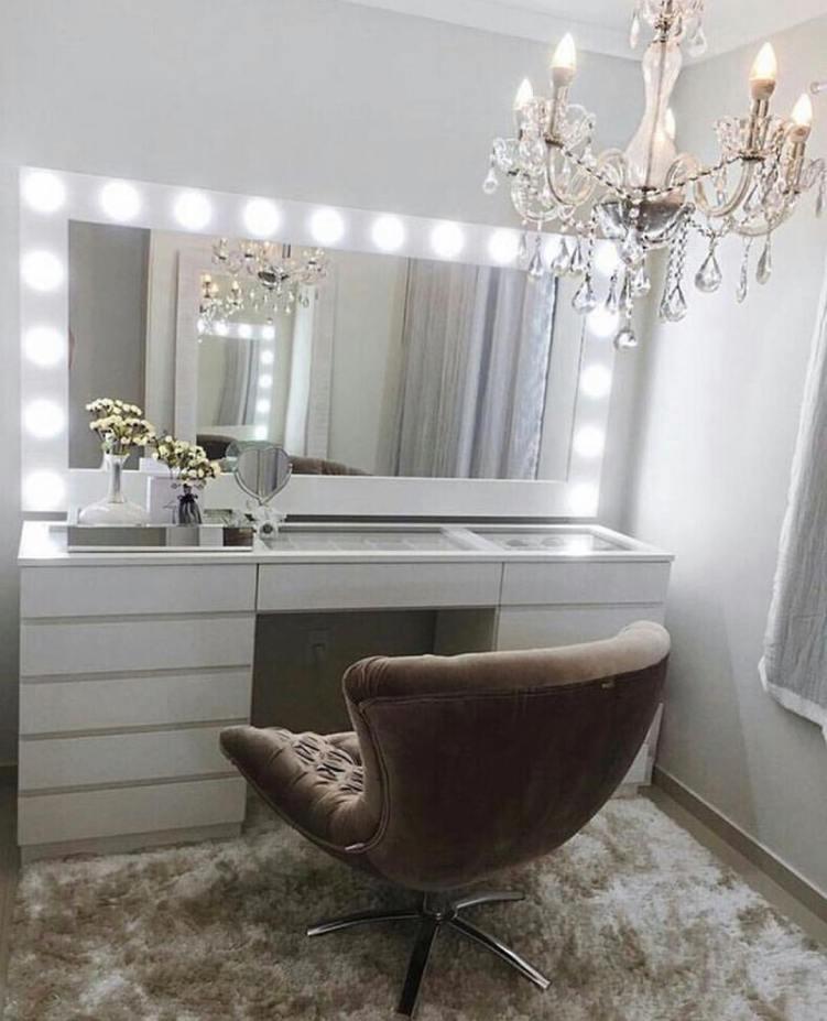 Eye-opening bedroom makeup vanity with lights #makeuproomideas #makeupstorageideas #diymakeuporganizer