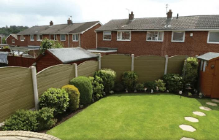 Fantastic small garden fence #privacyfenceideas #gardenfence #woodenfenceideas