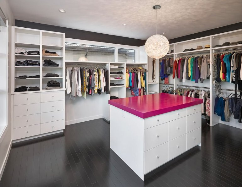 Striking small walk in closet ideas #walkinclosetdesign #closetorganization #bedroomcloset