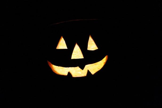 Pumpkin Gaffer, professional pumpkin lights, pumpkin carving, halloween