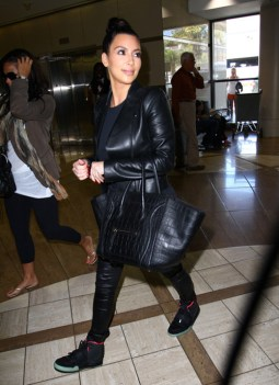 Kim+Kardashian+Kim+Kardashian+Catches+Flight+XnR-KScgEiBl