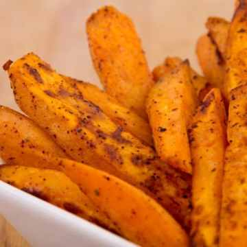 These healthy sweet potato fries are a MUST when it comes to making your own food! These are healthy, delicious and everybody loves them!