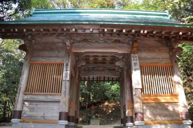(24) Gakuraku-ji Temple Niimon gate