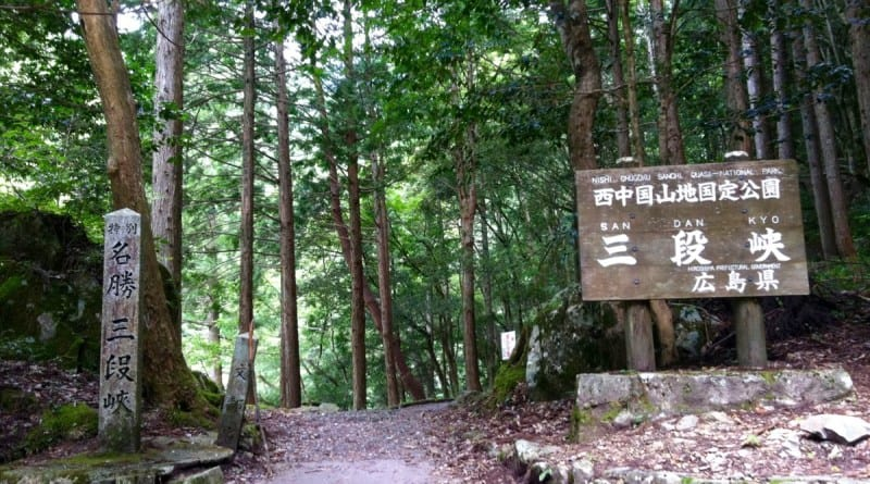 hiking-sandankyo-gorge