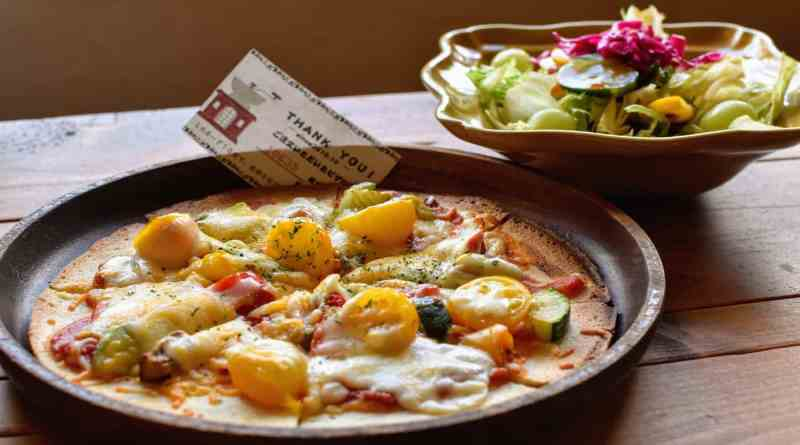 Home cooked pizza st Cafe Torimichi in Ohnan, Shimane near Hiroshima, Japan