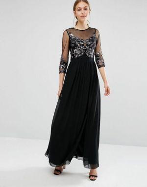 vestido largo con adornos
