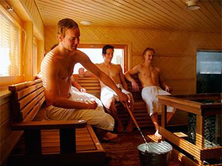 Mens in sauna