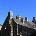 Locronan - Locronan-tetti-in-pietra.jpg