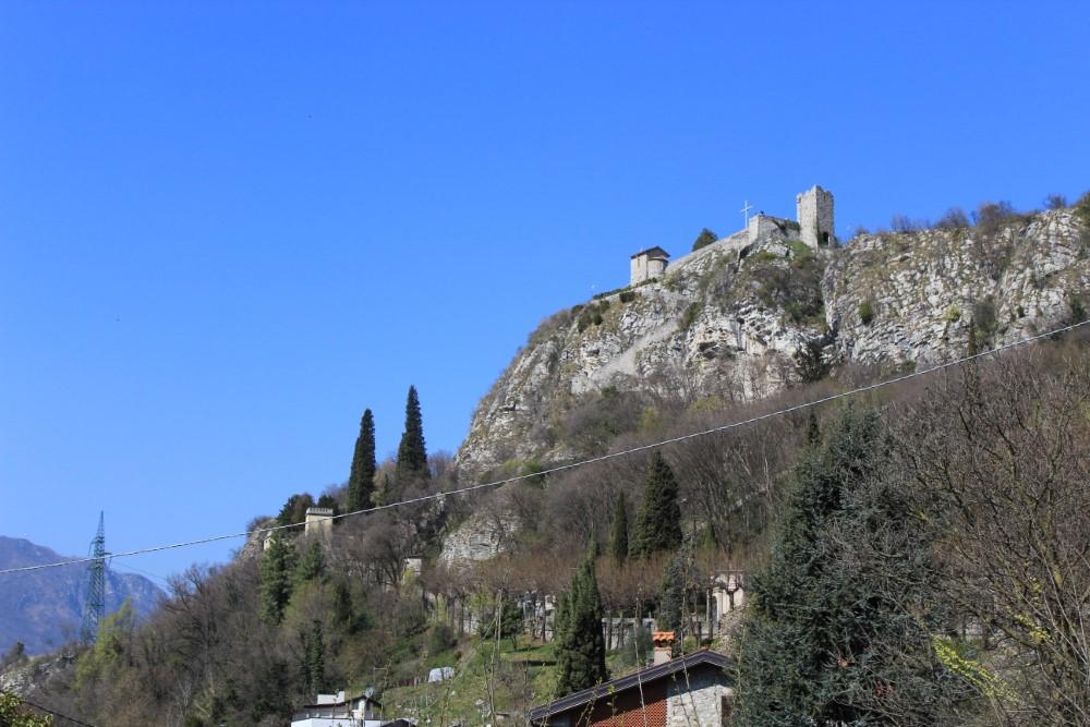 Vercurago - Santuario-San-Girolamo-castello-innominato-2.jpg