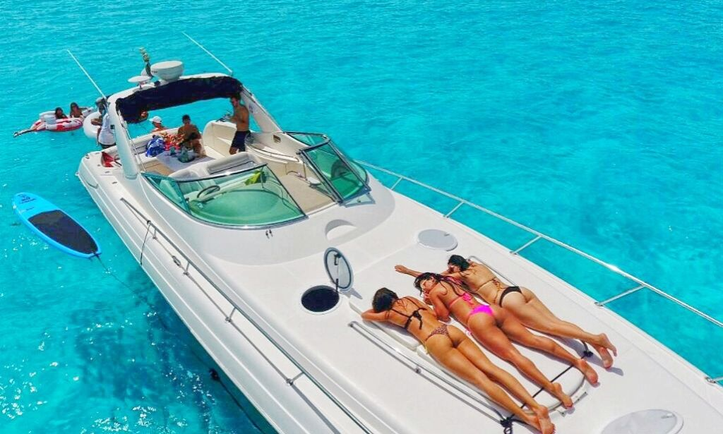 47 Four Winns Luxury Yacht Charter In Cancn Mexico GetMyBoa