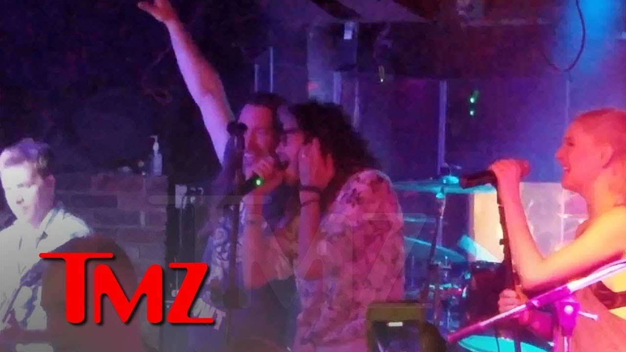 Steven Tyler Walks Into New Orleans Bar & Jams Out to 'Walk This Way'   TMZ