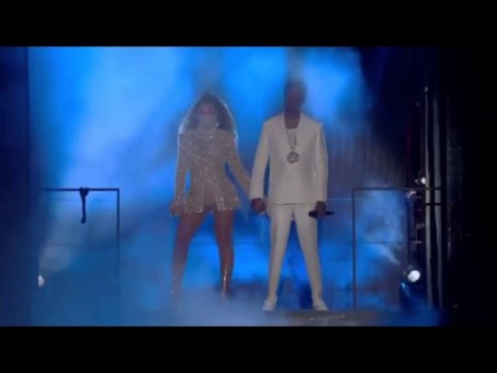 Jay Z and Beyonce shows off the Twins …