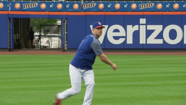WATCH: David Wright throws and takes ground balls at Citi Field