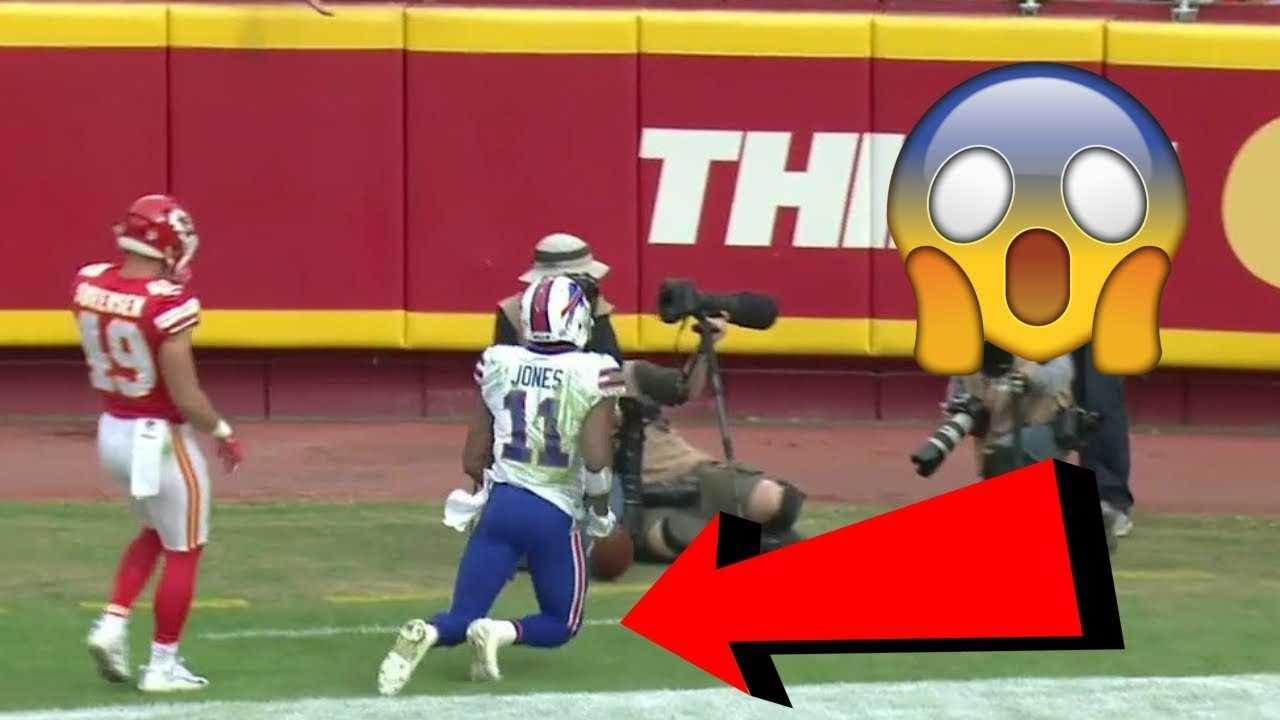 "10 NFL Plays That Completely ""BROKE THE INTERNET"""