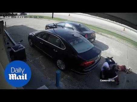 Moment thieves try to snatch ,000 from Texas woman