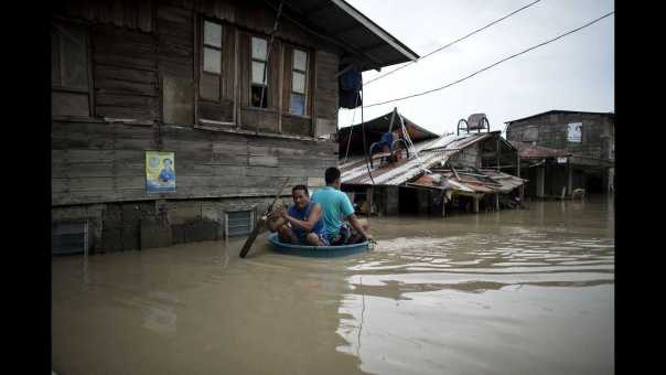 News Wrap: Typhoon Mangkhut death toll grows