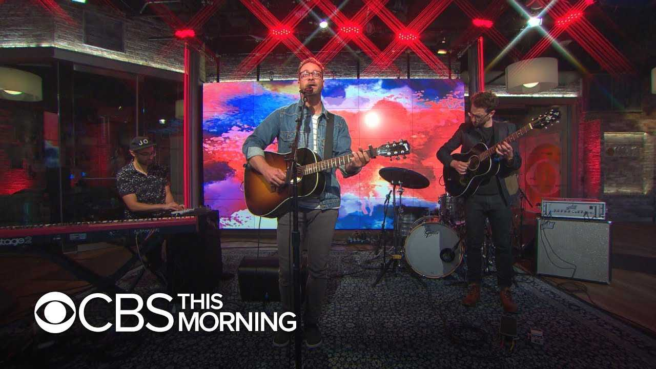 """Saturday Sessions: Amos Lee performs """"Dying White Light"""""""