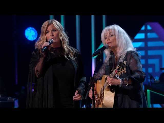 Trisha Yearwood Honors Emmylou Harris at 'GRAMMY Salute To Music Legends'