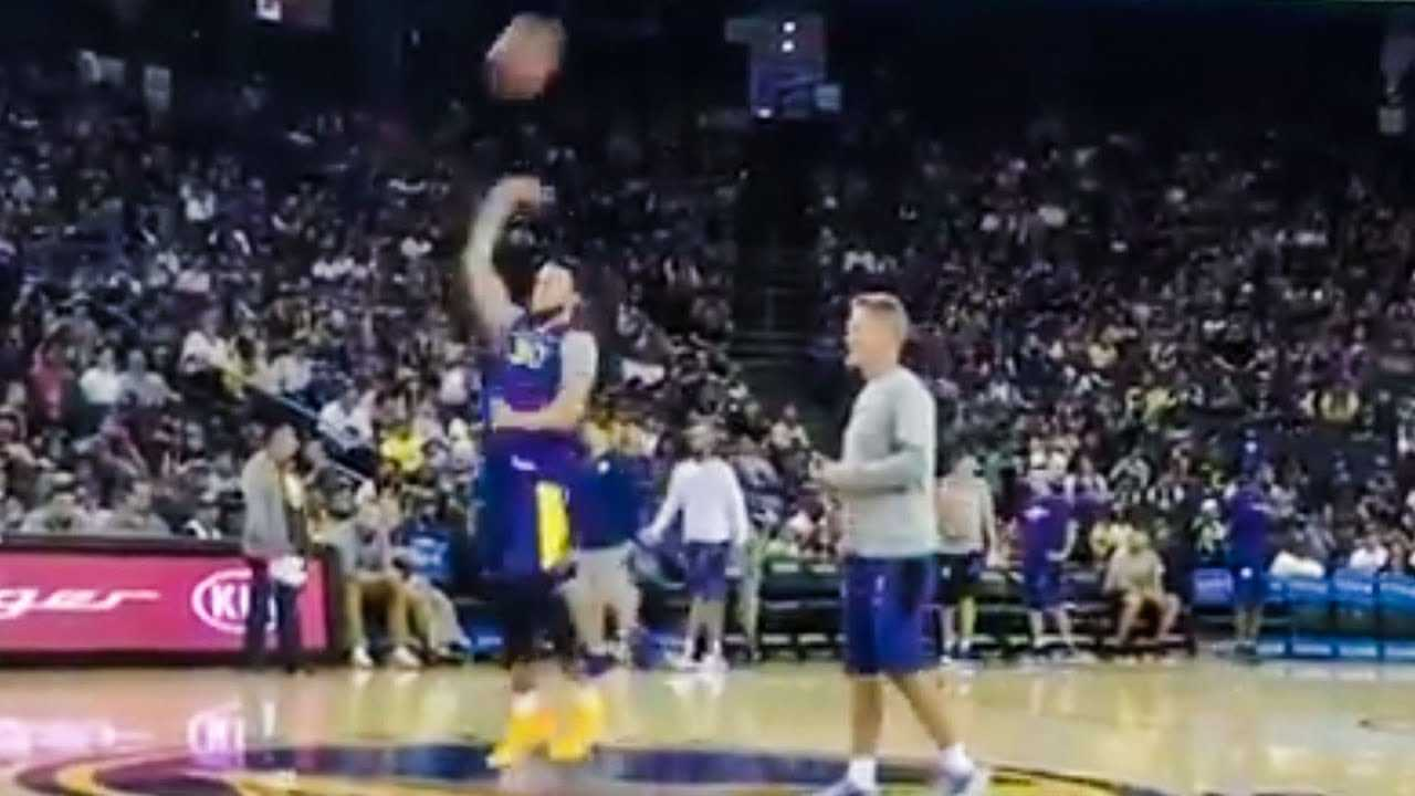 Steph Curry's INCREDIBLE Trick Shot
