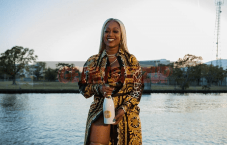 PHOTO 4_Trina with Belaire Luxe-Optimized_result
