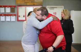 Peabo hugs Chris Hayes-Optimized