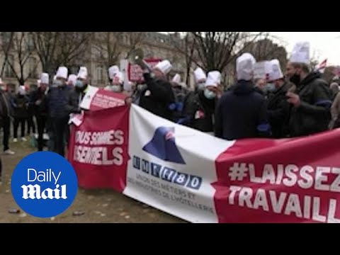 French restaurant and bar owners protest against COVID measures