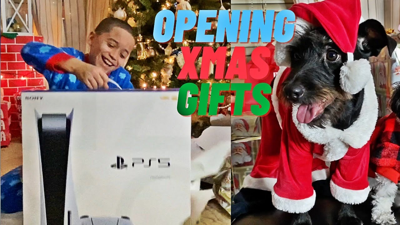 PS5 GIFT REACTION + OPENING GIFTS ON CHRISTMAS EVE WITH FAMILY | VLOGMAS DAY 19