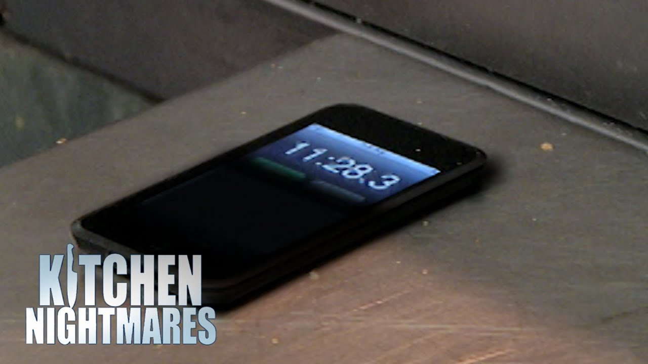 Food Waits To Be Taken To Customer For 11 MINUTES | Kitchen Nightmares