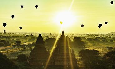 rasaritul peste templele din Bagan este o adevarata poezie