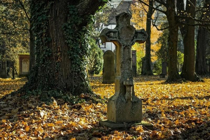 cross in a graveyard