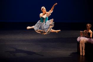 west-coast-civic-ballet-swanilda