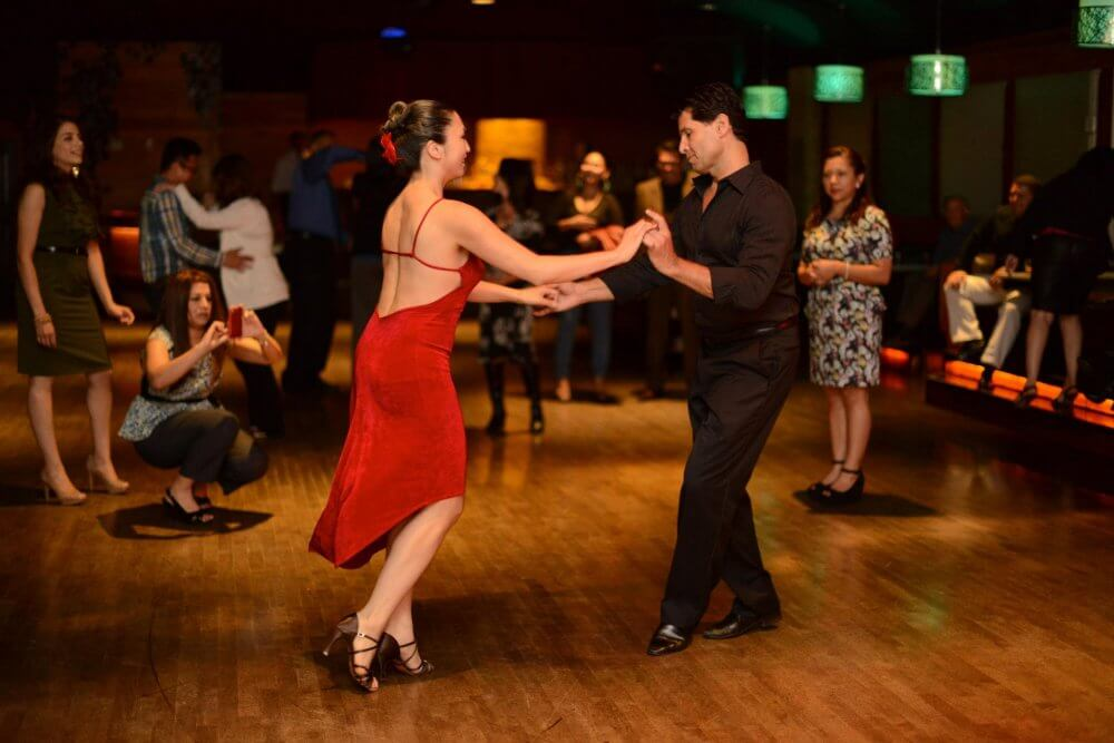 Attend Dance Clubs In Los Angeles And Meet New Folks