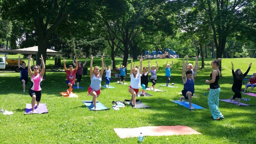 Do Yoga With Others In Saint Poul And Make New Friends