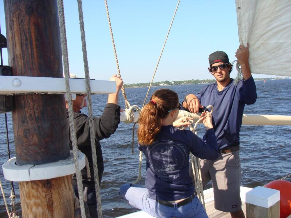 Experience The Thrill Of Sailing In St Lucie And Make Friends