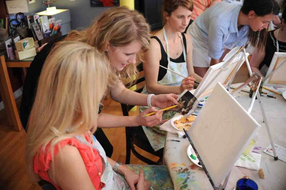 Make New Friends In Akron By Joining Art Classes