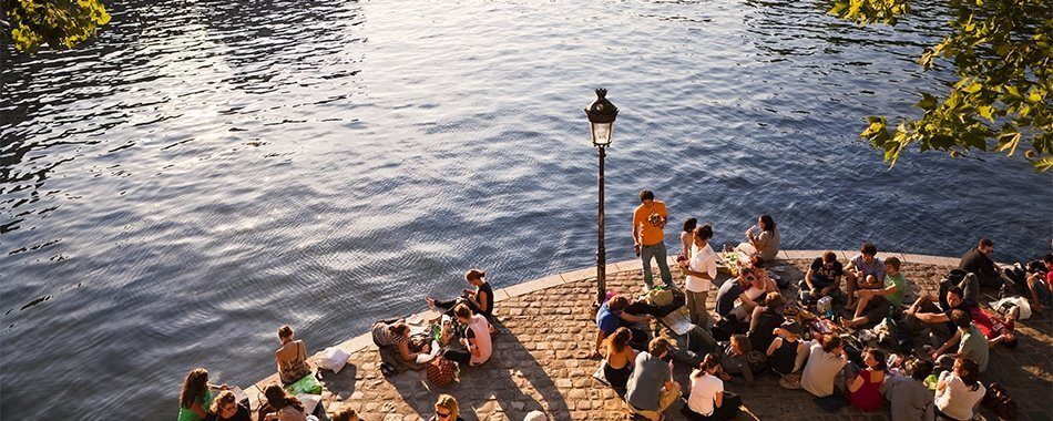 The Quais Are A Great Place To Spend Afternoons With Friends