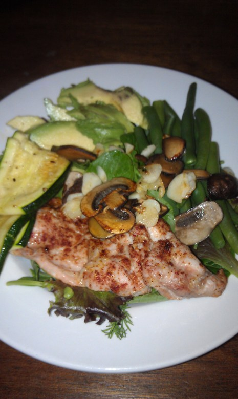 Mixed greens topped with Skinless Chicken Thigh, Sauteed Mushrooms, Blanched Green Beans, 1/4 of an Avocado, and Sauteed Zucchini