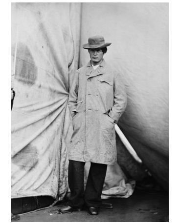 Free_photo_lewis_payne_standing_in_an_overcoat_and_hat