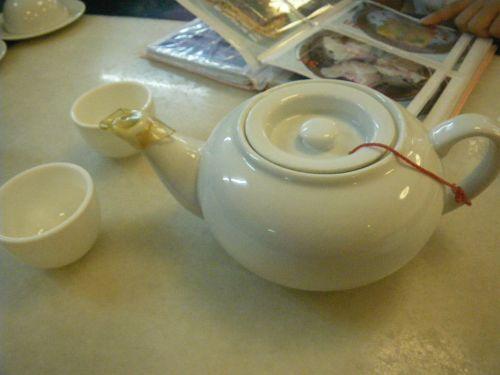 まずはお茶