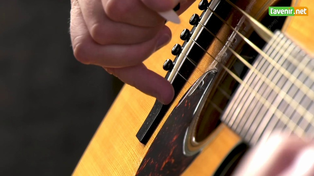medium resolution of 1920x1080 guitar wallpaper shine gibson jazz style guitar