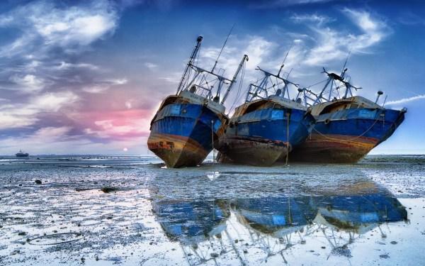 shipwreck wallpaper 72