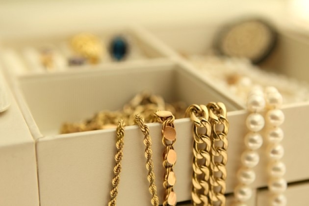 dreamstime_xs_29615416-jewelry