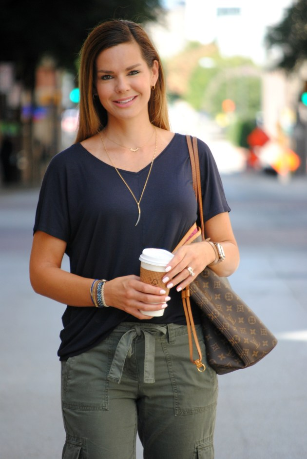 olive-joggers-outfit-3