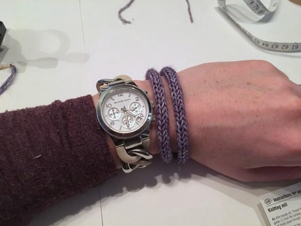 een armbandje punniken (2)