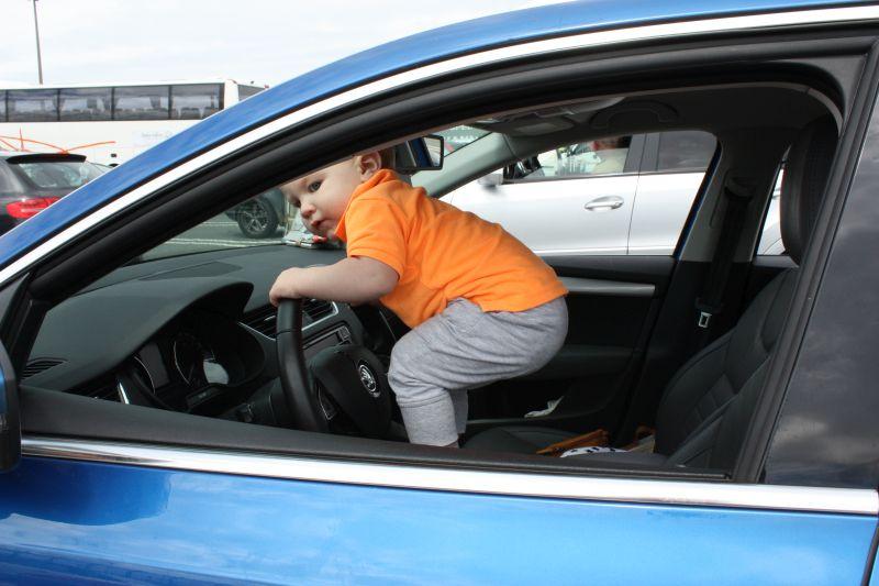 hoe vermaak je kinderen in de auto2