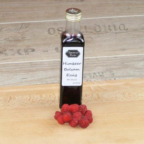 Ein Flasche Himbeer Balsam Essig