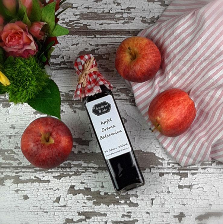 Eine Flasche Apfel Crema mit Balsamico