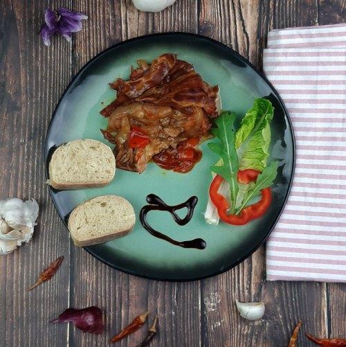 Schichtfleisch auf einem Teller