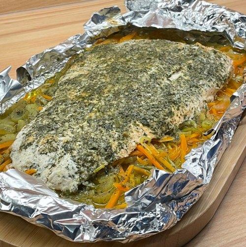 fertiger-Lachs-auf-Gemüse-in-Alufolie