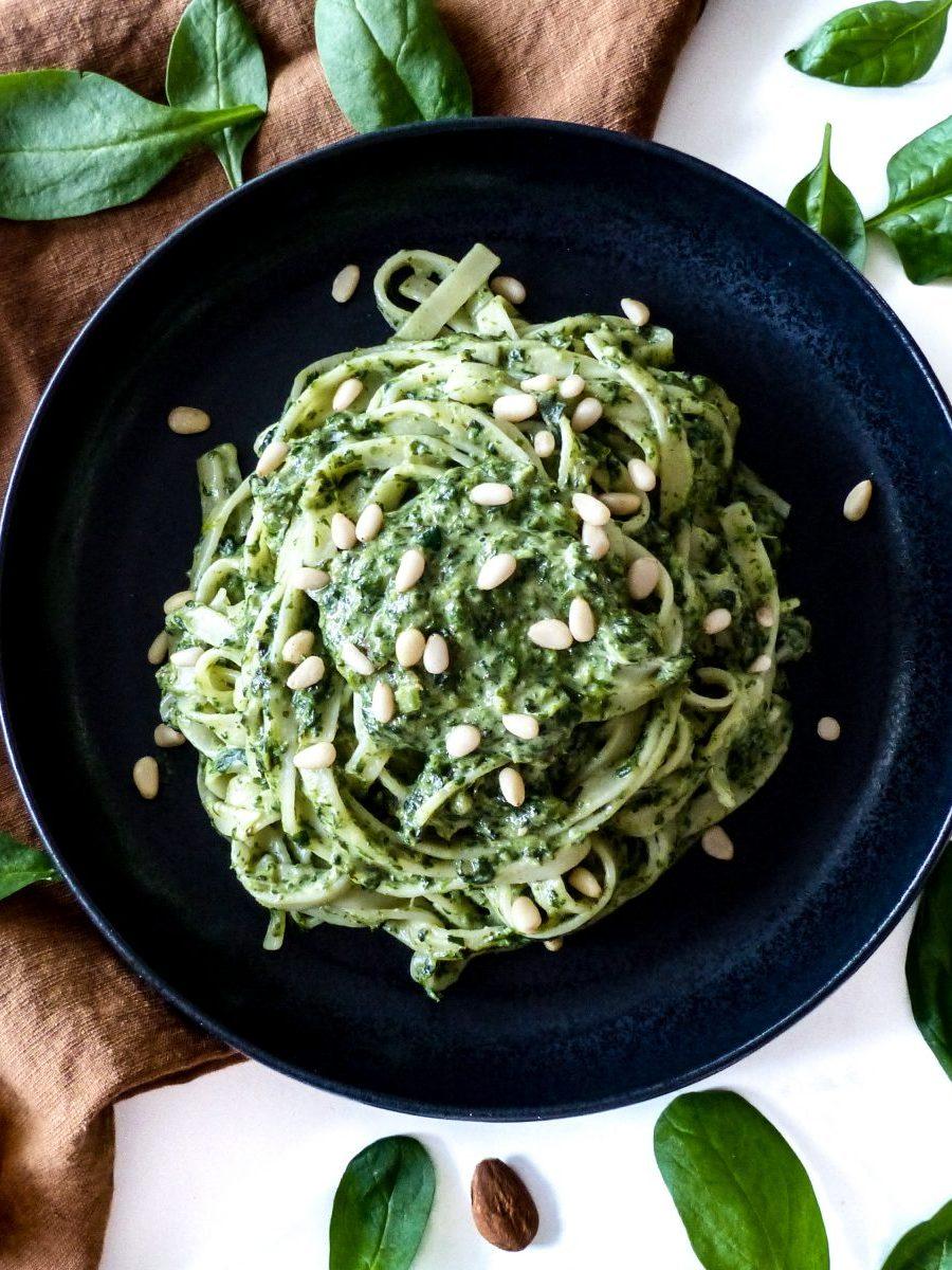 Nudeln mit cremiger Spinat-Sauce vegan